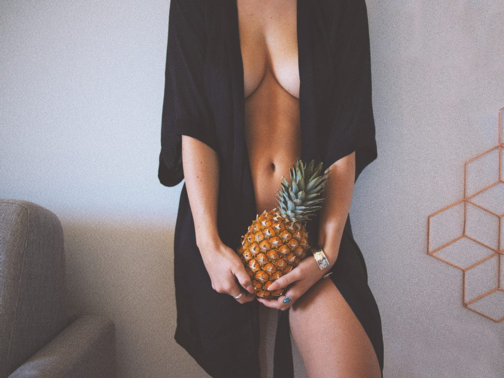 Sexting Pineapple