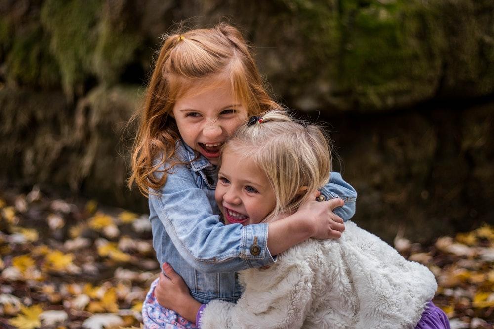 2 girls hugging